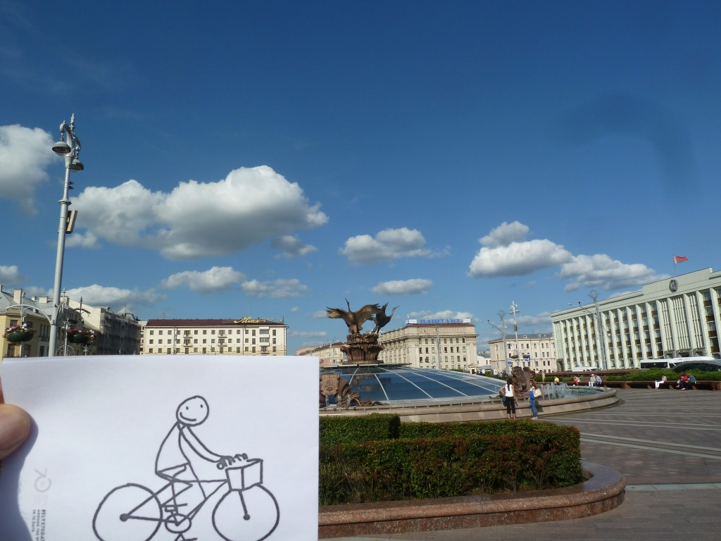 Elyx cycles around Minsk Independence Square