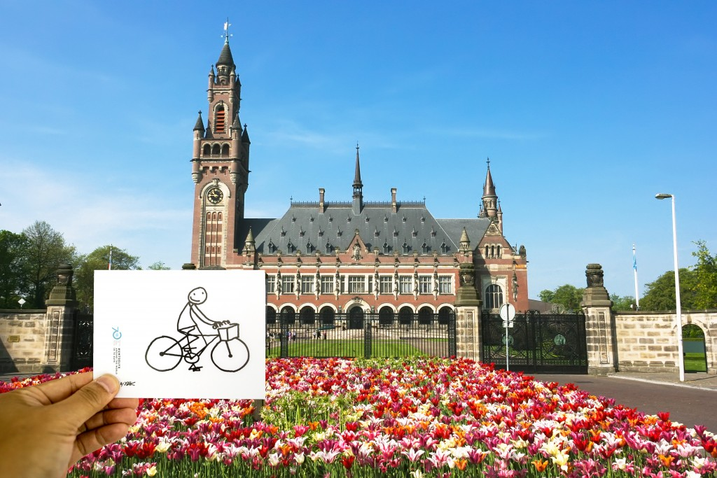 Elyx arrives by bike (of course!) at the Peace Palace (The Gaue), home of the International Court of Justice (ICJ)